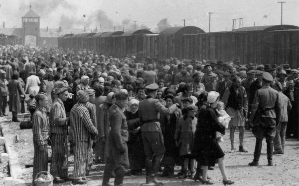 Auschwitz_guards_a